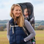 Stínidlo LittleLife Child Carrier Sun Shade-v akci