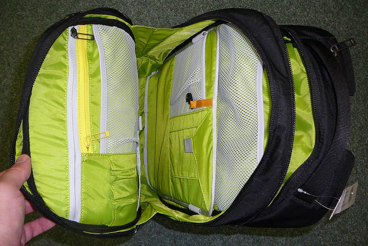 0fb0042982 Celý batoh je vždy vystužený pěnovou hmotou pro bezpečnost vašich  elektronických miláčků. Samostným designovým dílkem je i zádový systém AIR  FLOW