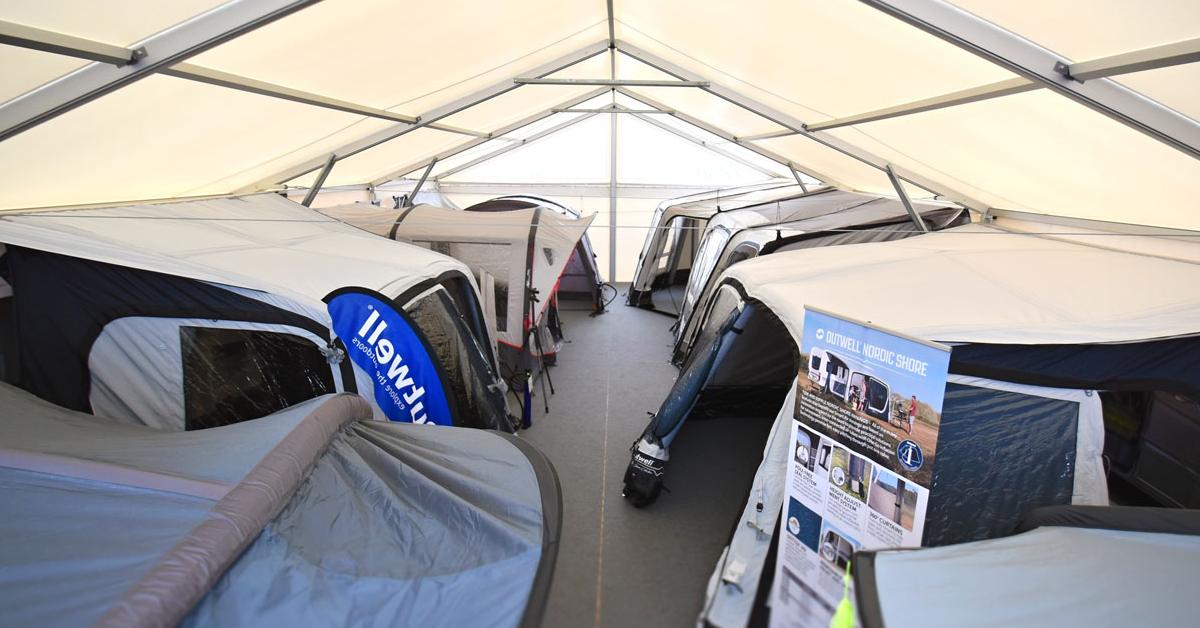 Předstany k obytným autům a karavanům - prodejní showroom Praha