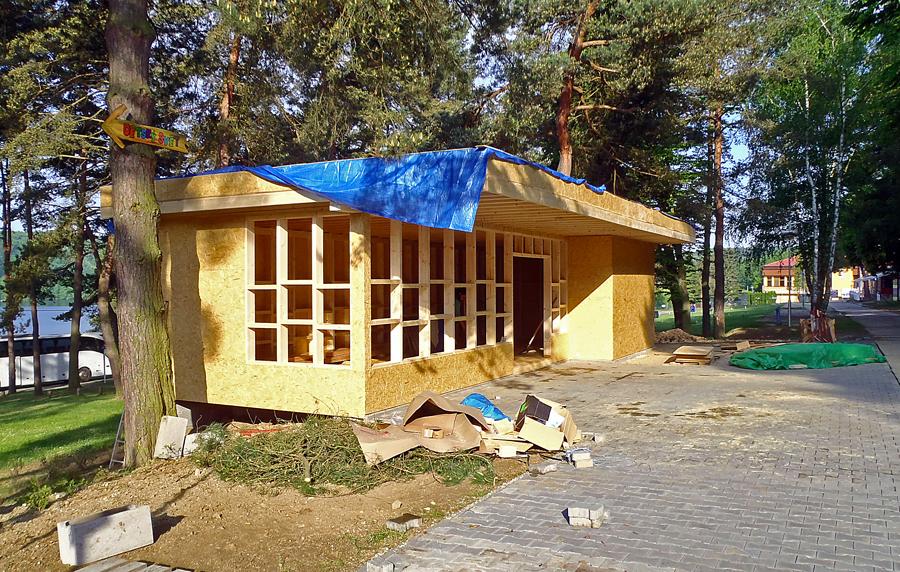 Další fáze stavby obchodu na Vranově